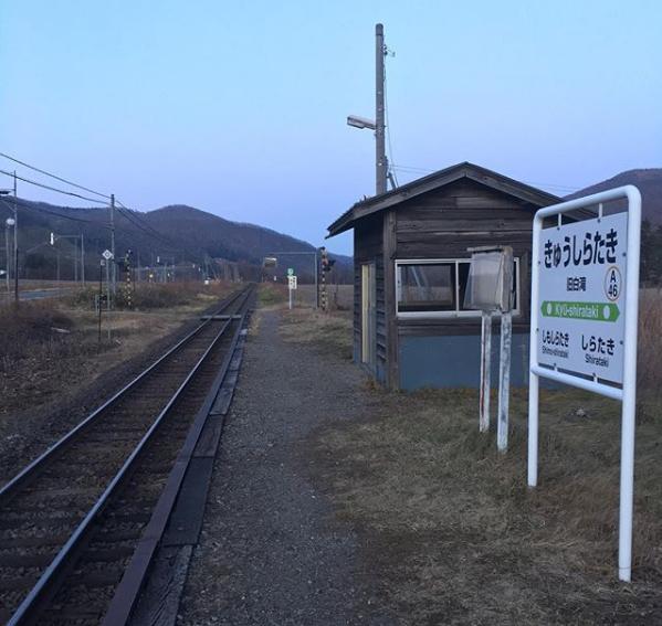 जापान का क्यु-शिरताकी(Kyu-Shirataki) ट्रेन स्टेशन सिर्फ एक यात्री के लिए खुलता रहा -जब तक उसका हाई स्कूल खत्म नहीं हुआ ।